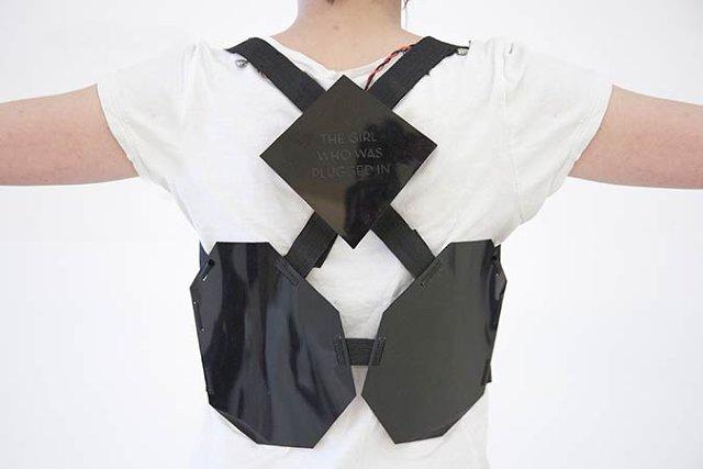 3026104-inline-i-suit2