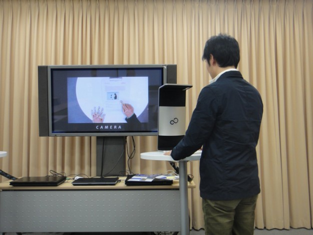 fujitsu-touchscreen-interface_demo-625x1000
