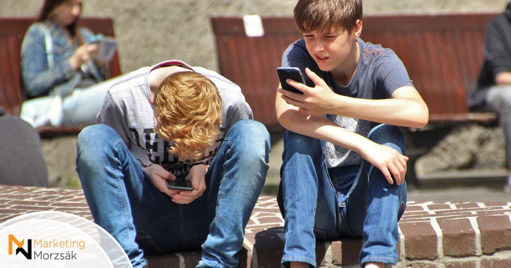 A sok telefonozás miatt is hízhatnak a fiatalok