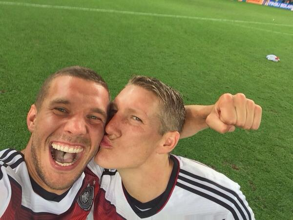Lukas Podolski és Bastian Schweinsteiger/Twitter